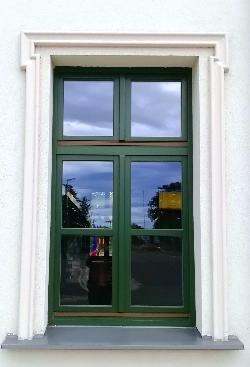 Középen felnyíló ablak